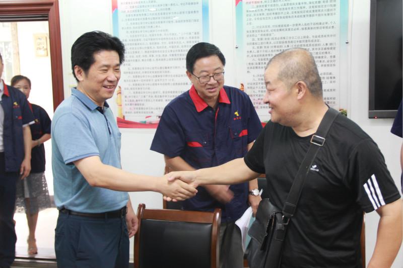 集团公司党委书记、董事长杨军慰问结对帮扶困难员工并到铜冠建安公司调研